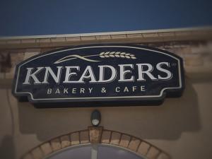 Knedaers-sign